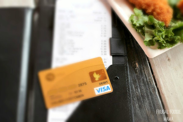 5 Simple Tips for Sticking to a Travel Dining Budget- including how to easily stay on a budget with a little help from Visa and Green Dot. AD VisaClearPrepaid