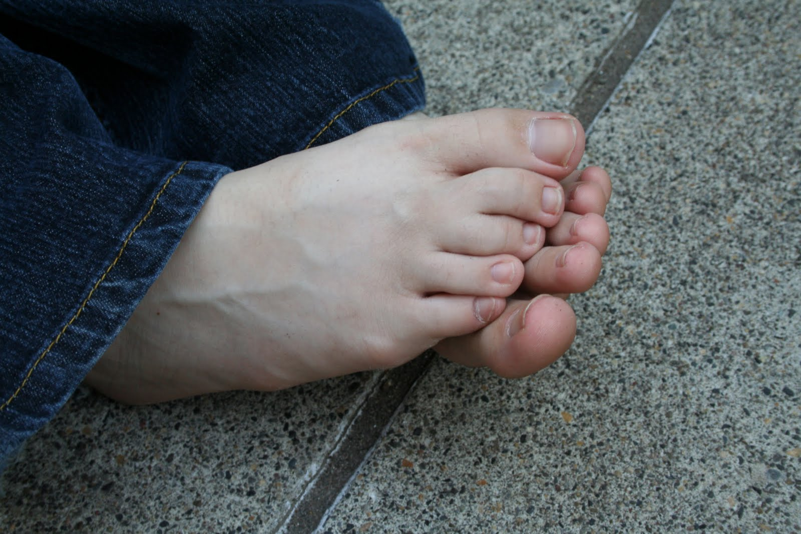 Beautiful Barefoot Girls: Kirsten's Small Soles and Sexy Toes!