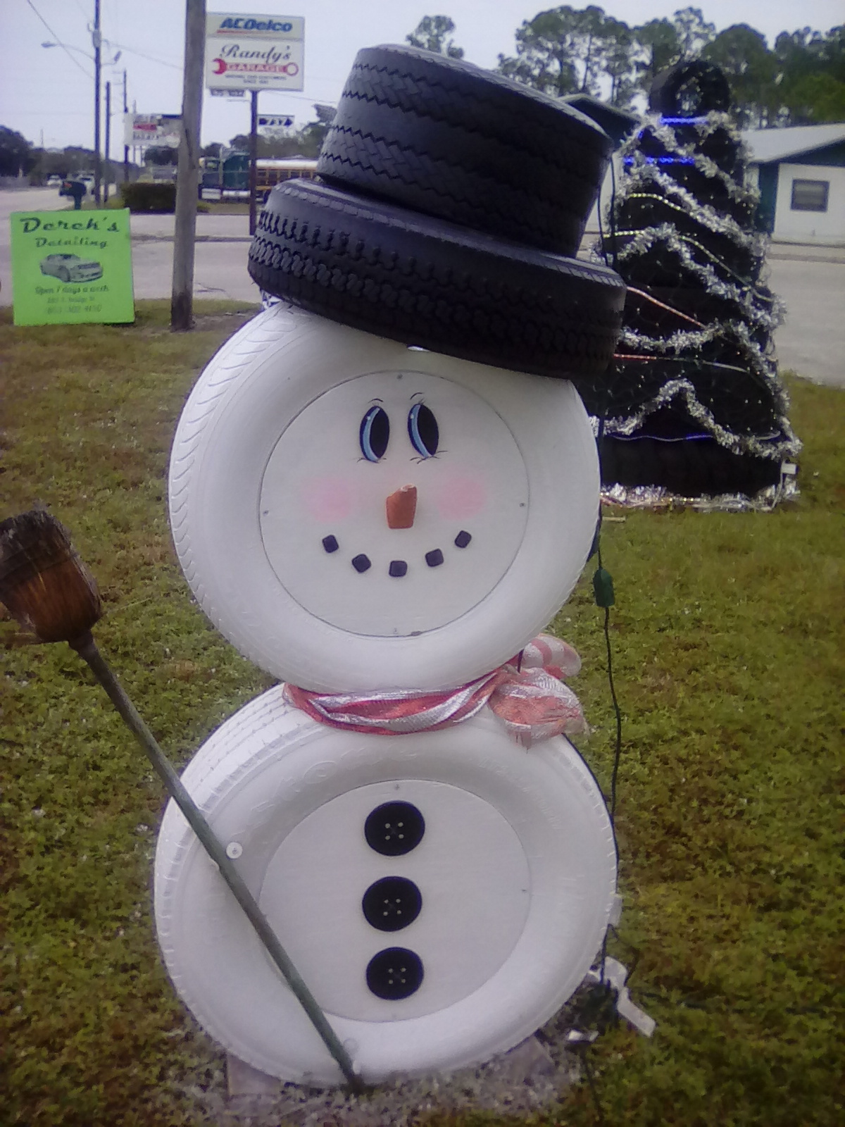 Southwest florida online sunday morning news december 2016 for Snowmen made from tires
