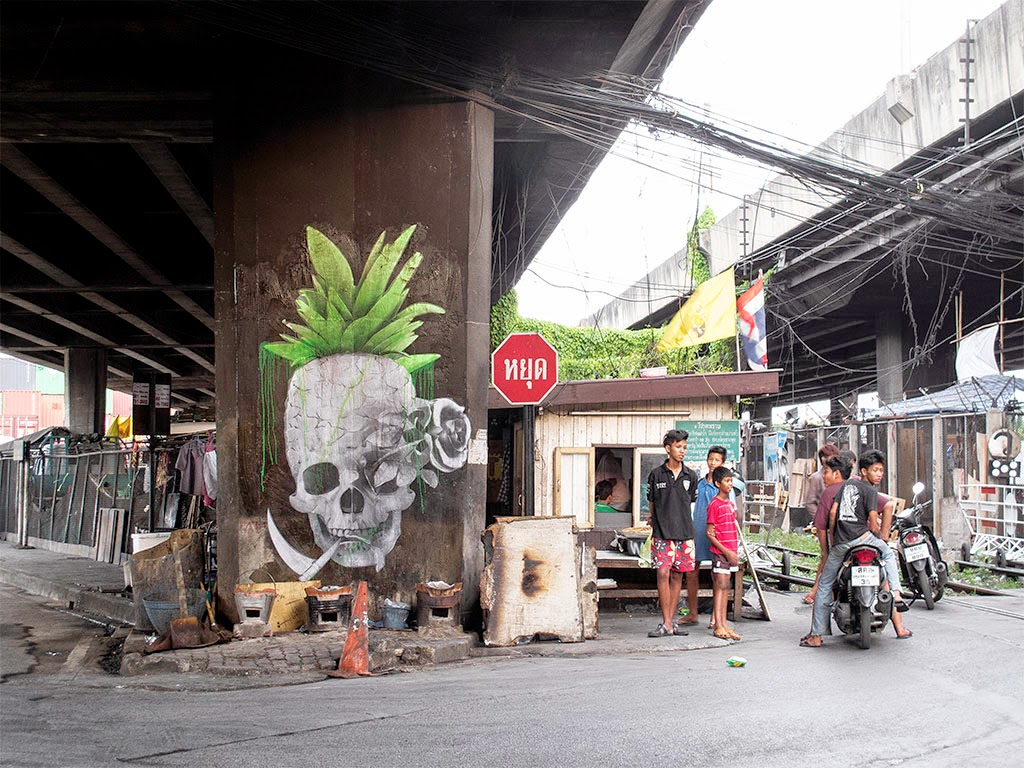 Ludo is still in Southern Asia from where he just sent us a series of new images from the streets of Bangkok, Thailand.