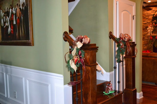 gold-burgundy-christmas-decorations