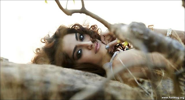 Sonam Kapoor Elle Magazine 2012 HQ Pics