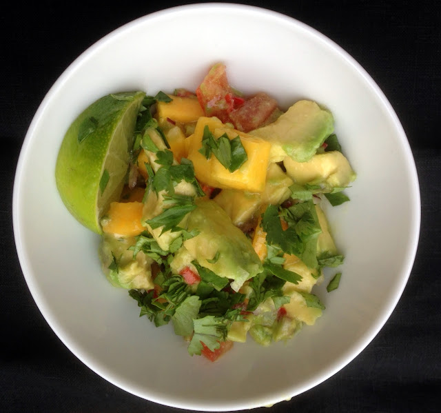 kochen ist kein hexenwerk avocado mango salat mit koriander limetten dressing. Black Bedroom Furniture Sets. Home Design Ideas