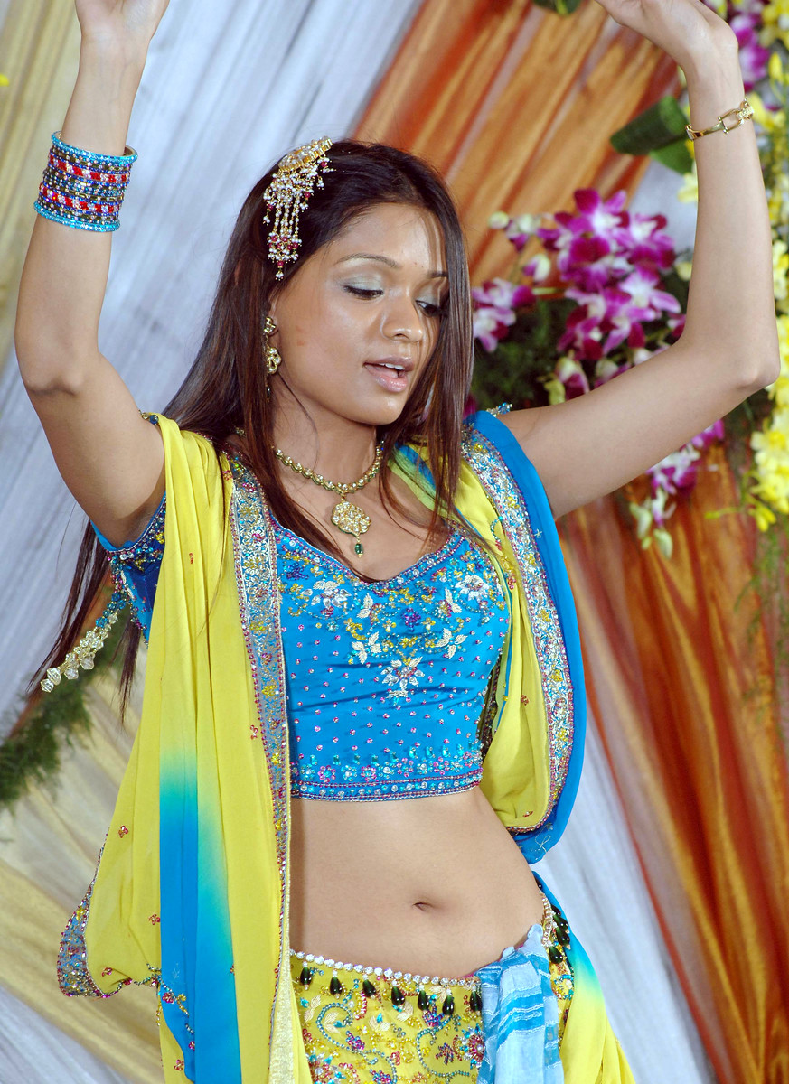 LIFE OF NAVEL : HOT AND HOT NAVELS OF INDIAN GIRLS