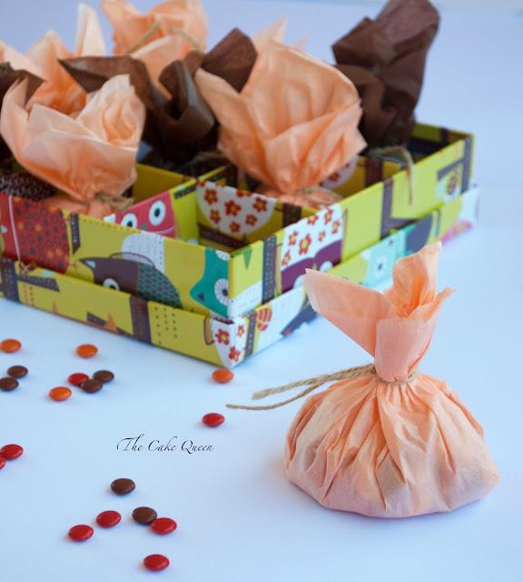 Ideas para Halloween con mini lacasitos: Mini saquitos rellenos de mini lacasitos