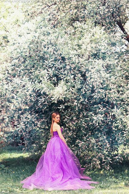 фотосессия в сиреневом саду в платье