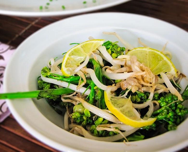 Salada de Brócolis e Broto de Feijão (vegana)
