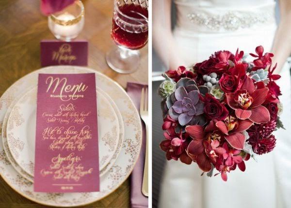 Menú con letras doradas y ramo de novia color vino
