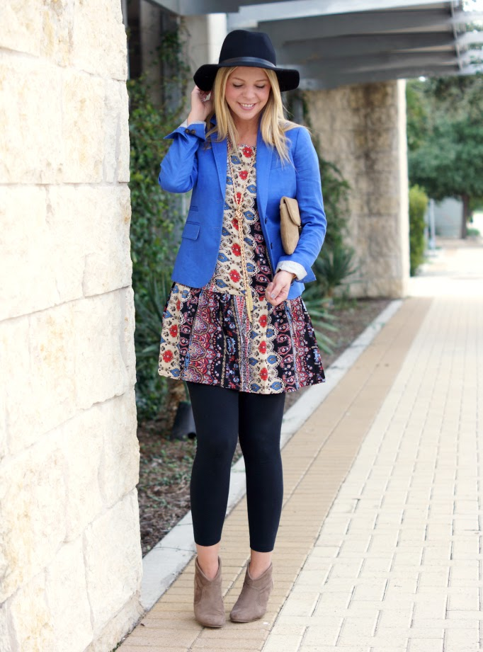 boho vintage outfit idea with ankle boots and floppy hat
