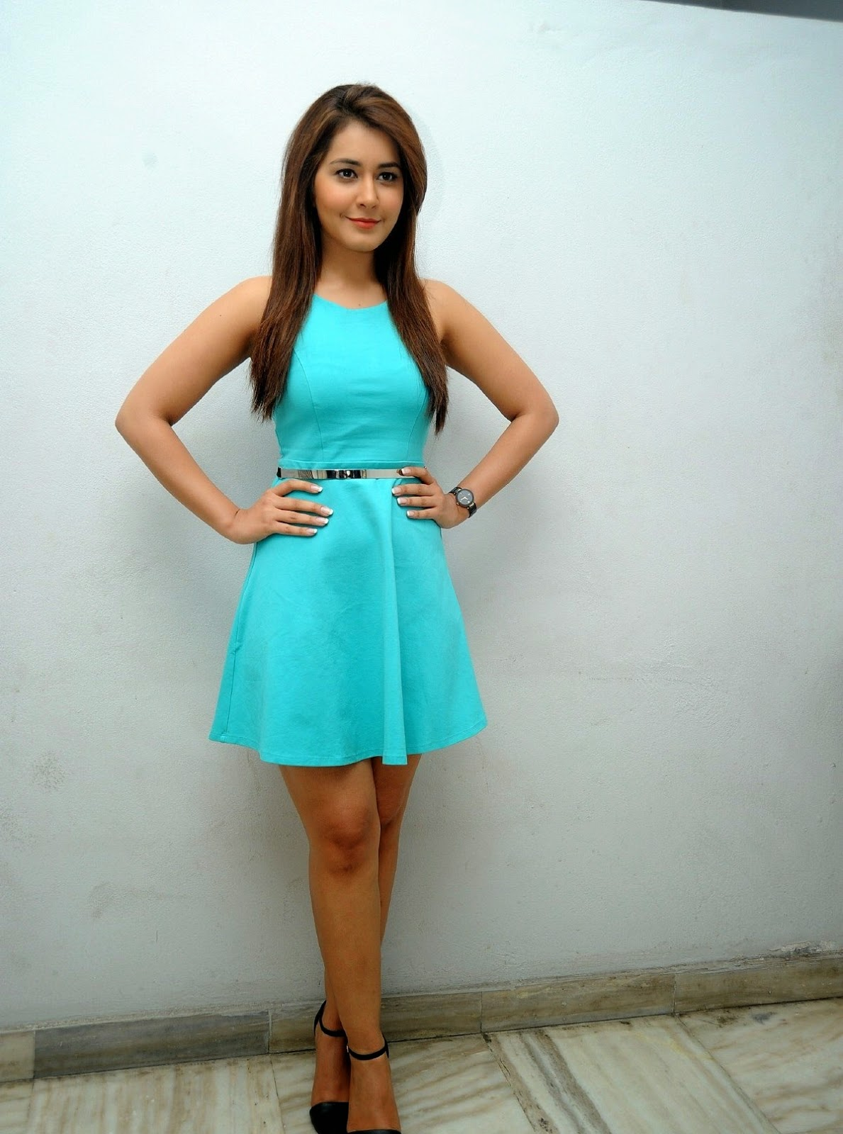 high quality bollywood celebrity pictures rashi khanna displays her
