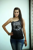 Diksha Panth Glamorous photos-thumbnail-14