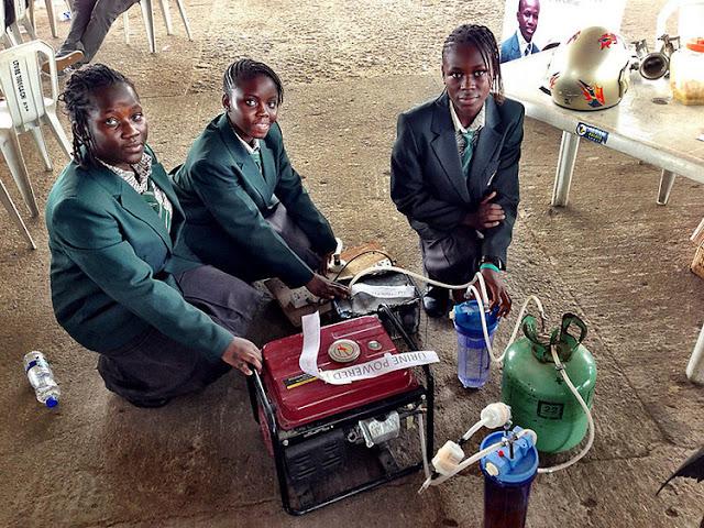 4 Perempuan Remaja Africa Membuat Generator Berbahan Bakar Dari Air Seni