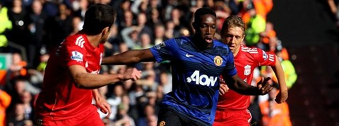 Welbeck threaten the Liverpool defense