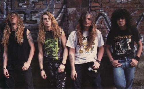 No mesmo ano  s  227 o lan  231 ados alguns singles  como Arise  Under Siege    Sepultura Chaos Ad Album