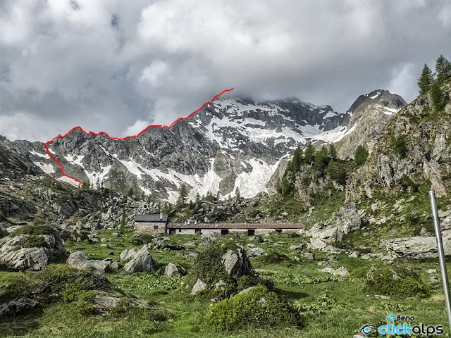 Il tracciato sulla cresta NE del monte Torena.