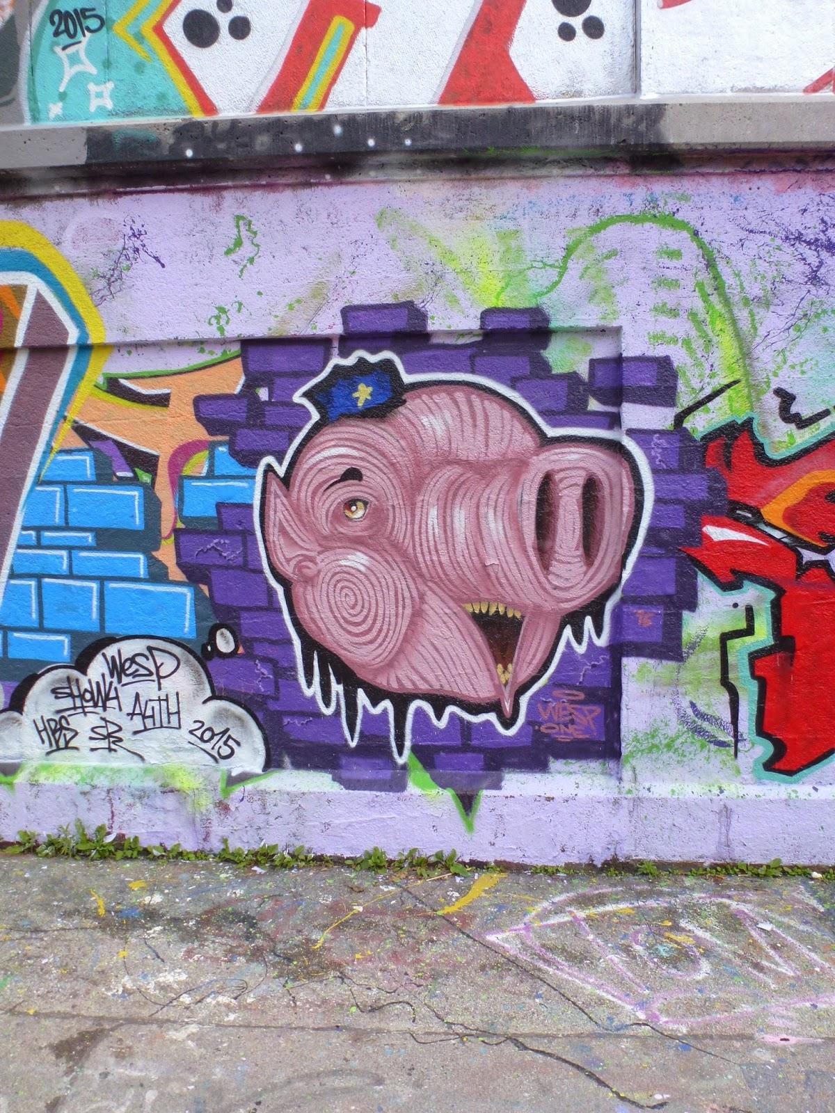 streetart und urbane kommunikation in m nchen schweinderl an der mauer. Black Bedroom Furniture Sets. Home Design Ideas