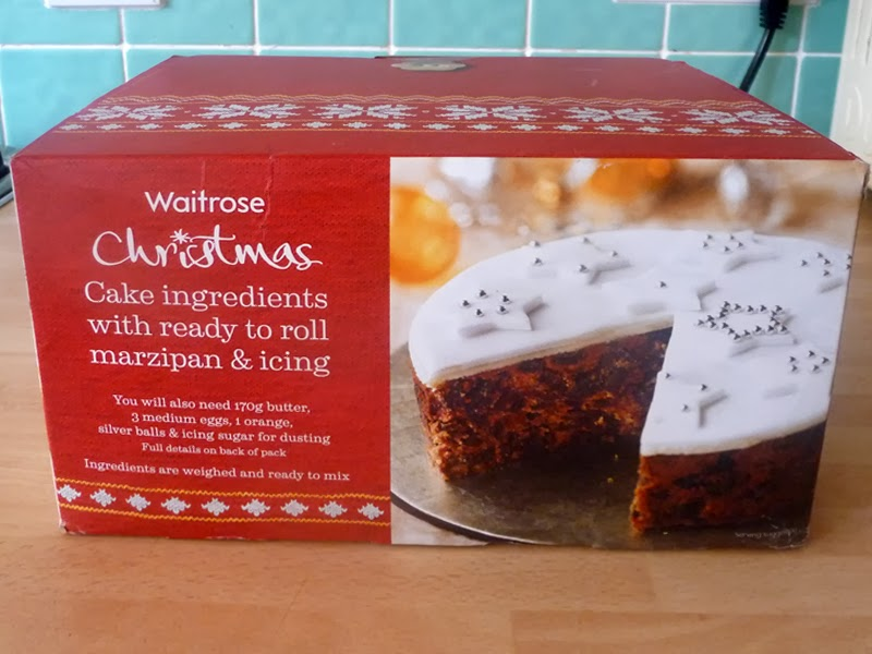 REVIEW: Waitrose Christmas Cake Kit 2013 and decorating ...