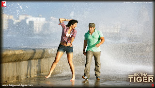 Katrina Kaif and Salman Khan  on sea side romacing  HD Wallpaper from Ek Tha Tiger