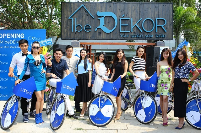 Dàn người mẫu tham dự khai trương showroom nội thất beDÉKOR