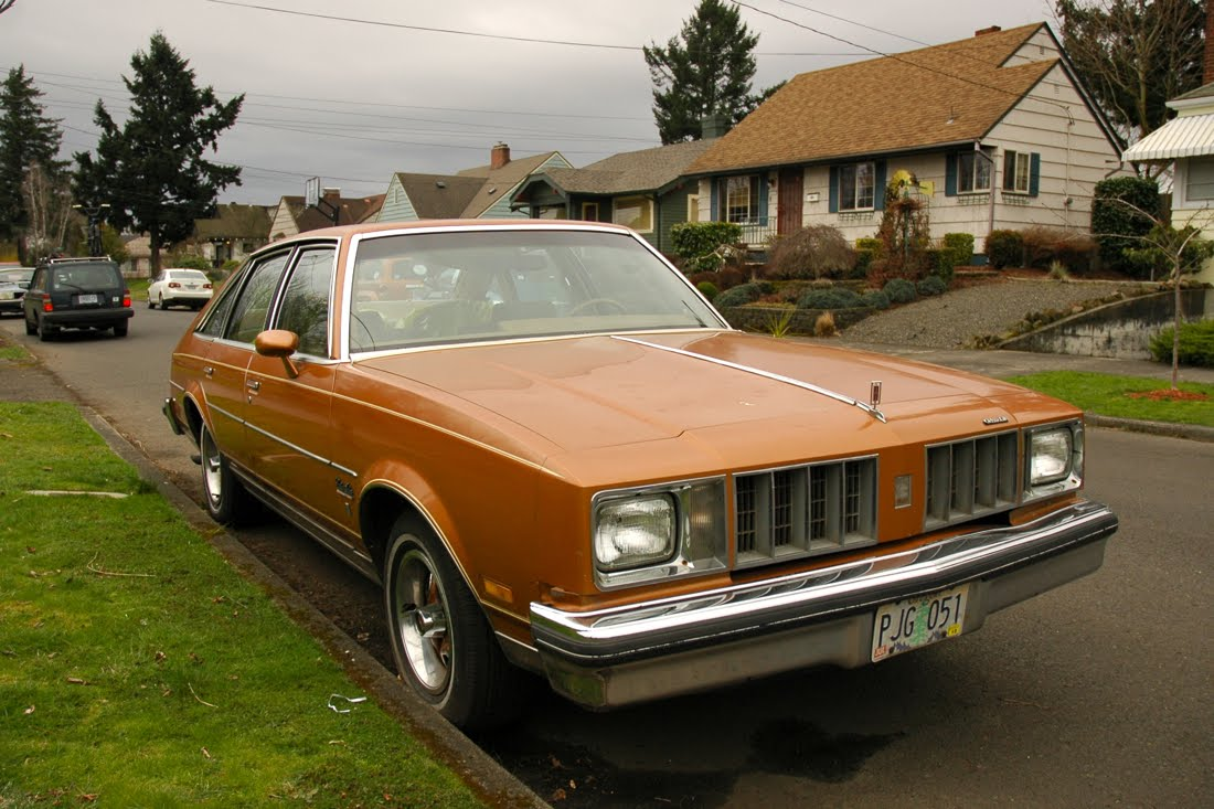 Old parked cars 1978 oldsmobile cutlass salon brougham for 1978 oldsmobile cutlass salon brougham