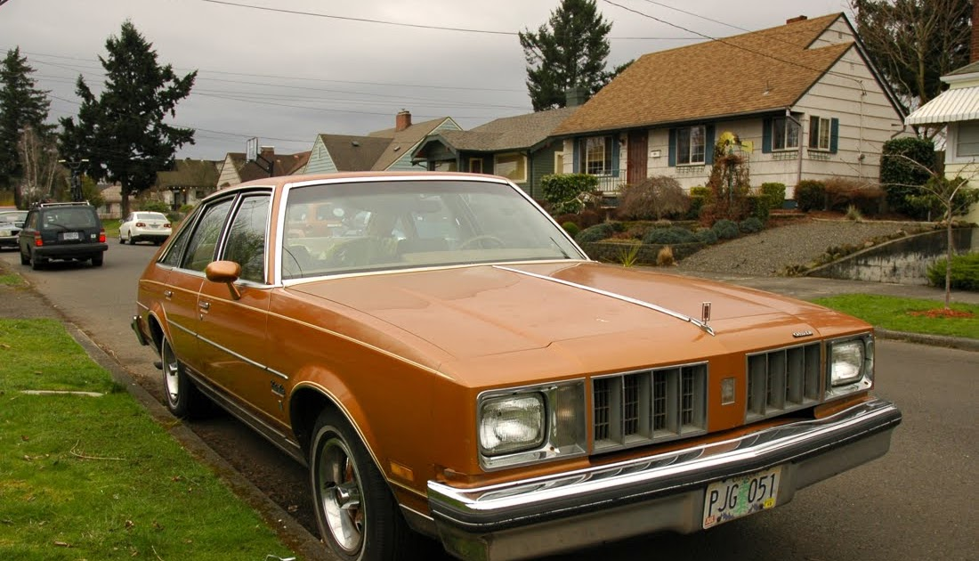 Old parked cars 1978 oldsmobile cutlass salon brougham for 1979 cutlass salon