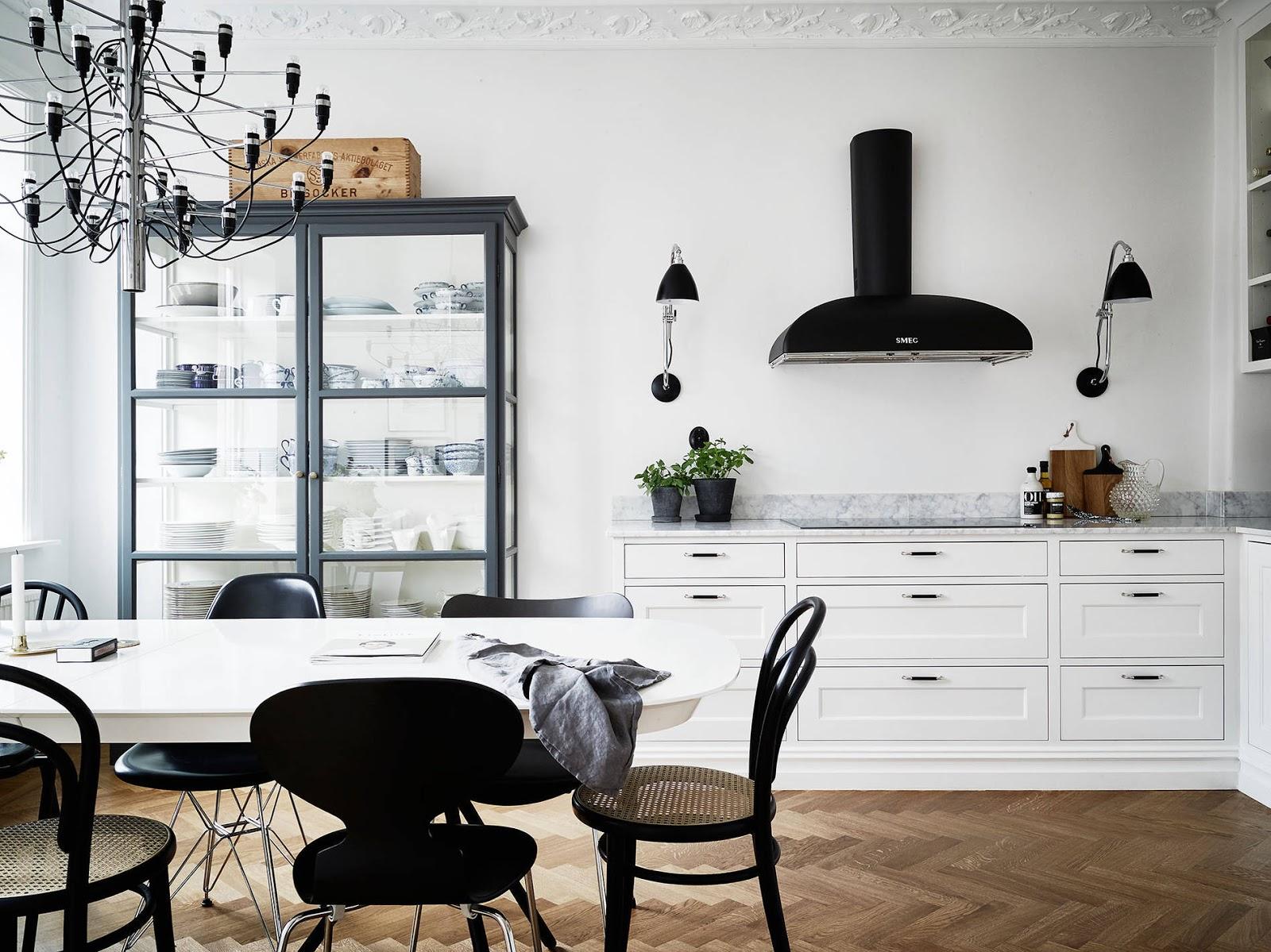 Alti soffitti e cucina classica per questo appartamento a Stoccolma ...