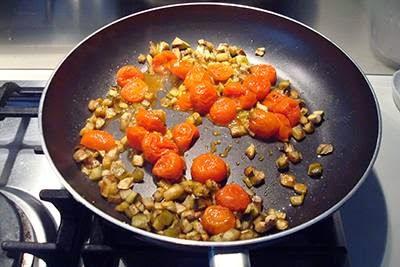 Pasta con melanzane, pomodorini e tonno 9