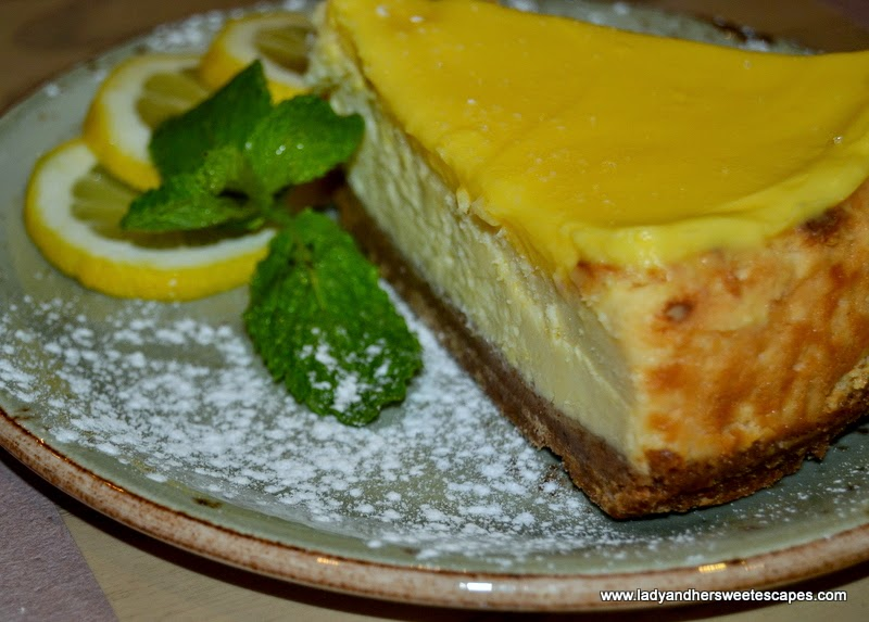 Lemon Baked Cheesecake at Itzza Pizza restaurant