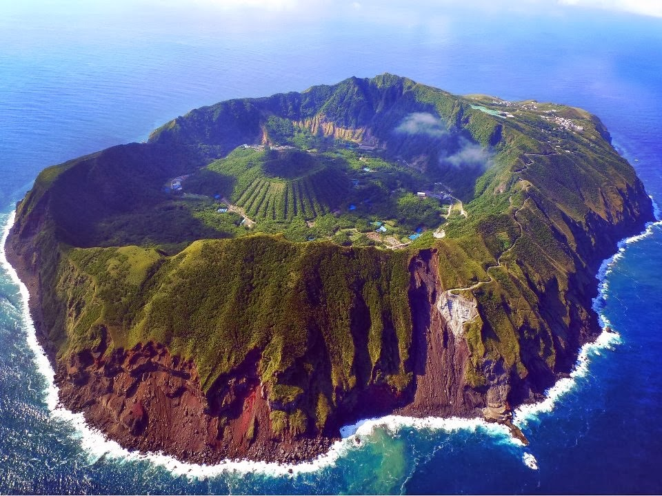 The world 39 s most beautiful places number 1 aogashima Prettiest places in the world
