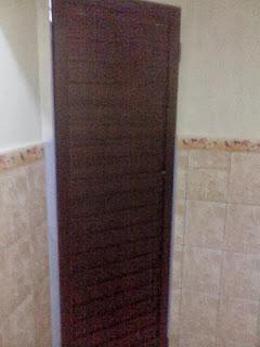 contoh pintu kamar mandi
