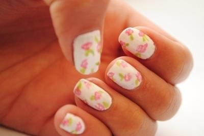 Decoración de uñas con flores vintage