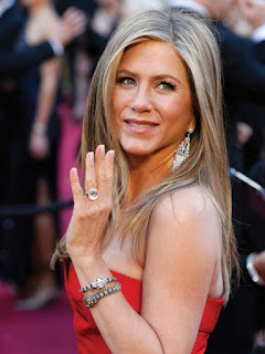 Oscar Jewelry:  Jennifer Anniston
