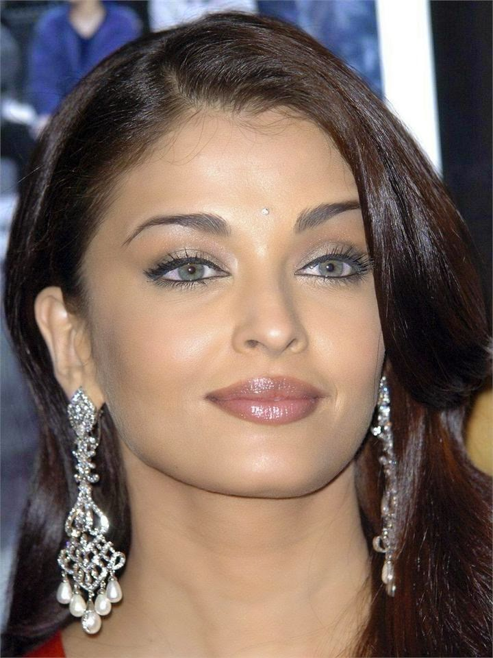 Aishwarya Rai's Top & Unseen Rare Hottest Photo Gallery [HD Pics]