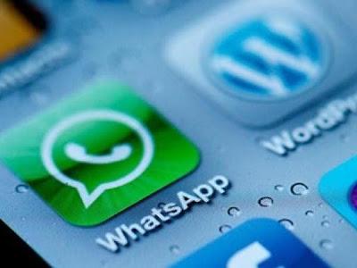 Muchos de nosotros ya estamos familiarizados con WhatsApp, una aplicación de mensajería instantánea para Smartphones que ha ganado millones de adeptos en todo el mundo por la facilidad y bajo costo de su servicio. Sin embargo, es probable que ni tú ni yo hayamos explorado todas sus características debido a la velocidad con la que se producen los cambios en la app, explica chicageek.com Checkdoble. Muchos hemos vivido creyendo que el doublé check equivale a que el mensaje ha sido leído, pero la realidad es que sólo te está asegurando que WhatsApp mandó el mensaje al destinario. Unchecksignifica que el