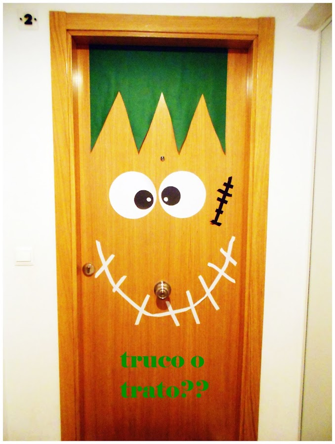 Banderines para halloween for Puertas de halloween decoradas