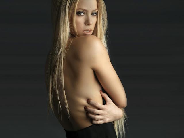 Shakira Uma Famosa Cantora Colombiana Tem Anos E Est Casada