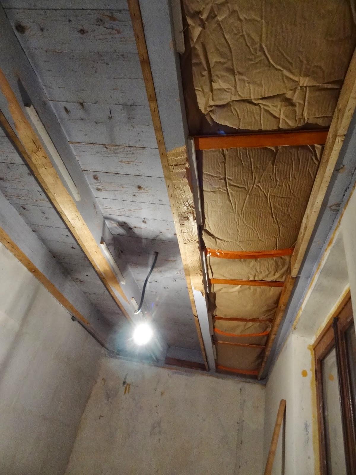 aure del coffrage fen tre de la salle de bain et isolation plafond chambre b b. Black Bedroom Furniture Sets. Home Design Ideas