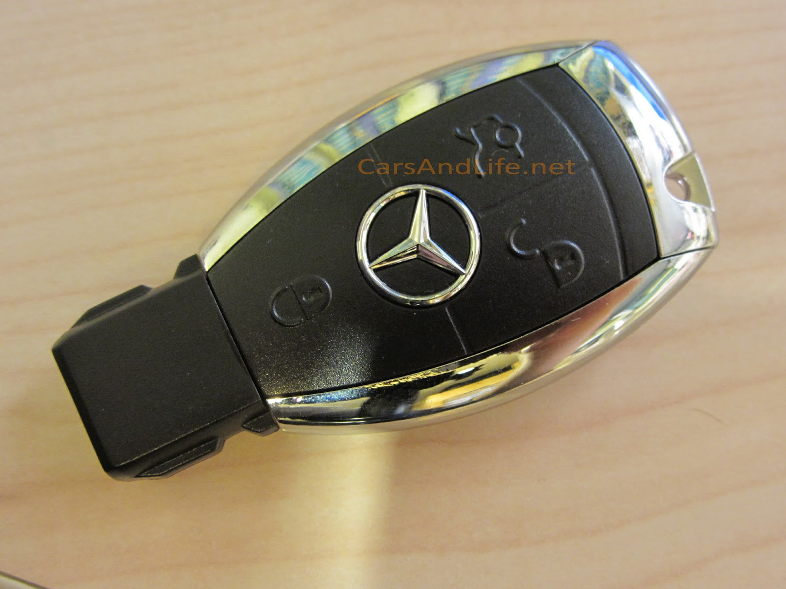 Mercedes benz usb key for Key for mercedes benz cost