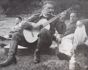 Mi padre tocando la guitarra en El Arequita (1954)
