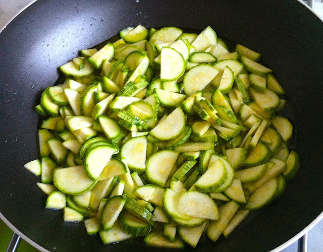 Raw_pasta_courgettes_food_recipes