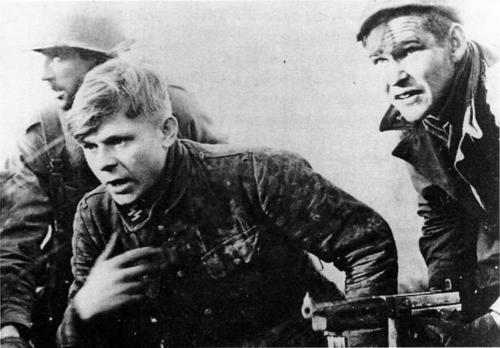 waffen SS soldier captured by American soldiers