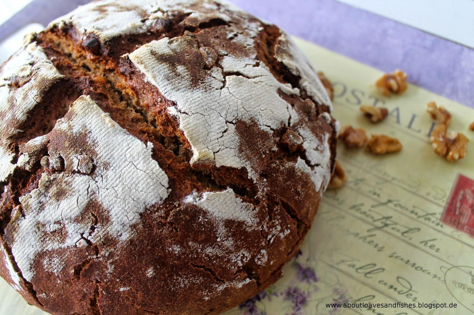 Roggenmischbrot mit Walnüssen und Honig -  Brot mit Sauerteig