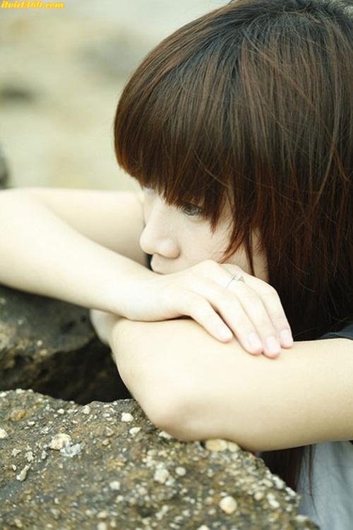 Girl buon lam ngồi khóc - những cô gái tâm trạng