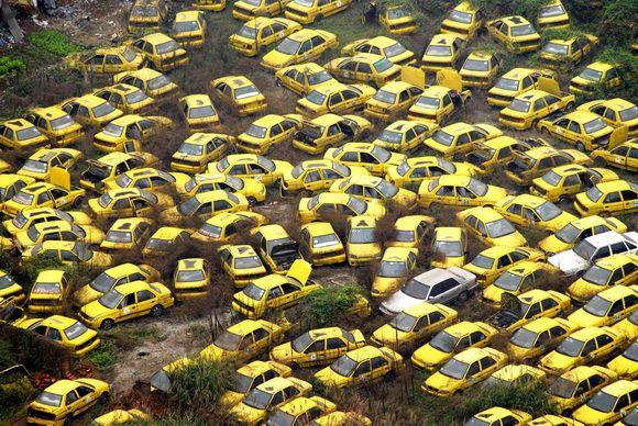 9 Kuburan Terunik di Dunia - Kuburan Taksi, Cina