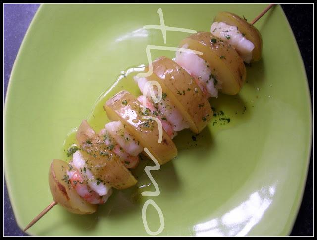 http://www.olorahierbabuena.com/2011/02/brochetas-de-patata.html