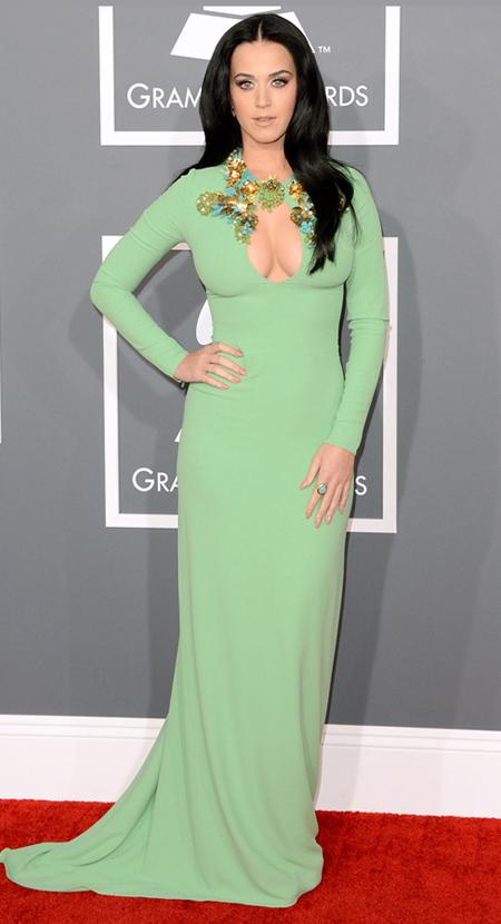 Кати Пери на Грами 2013 в семпла пастелно зелена рокля на Гучи