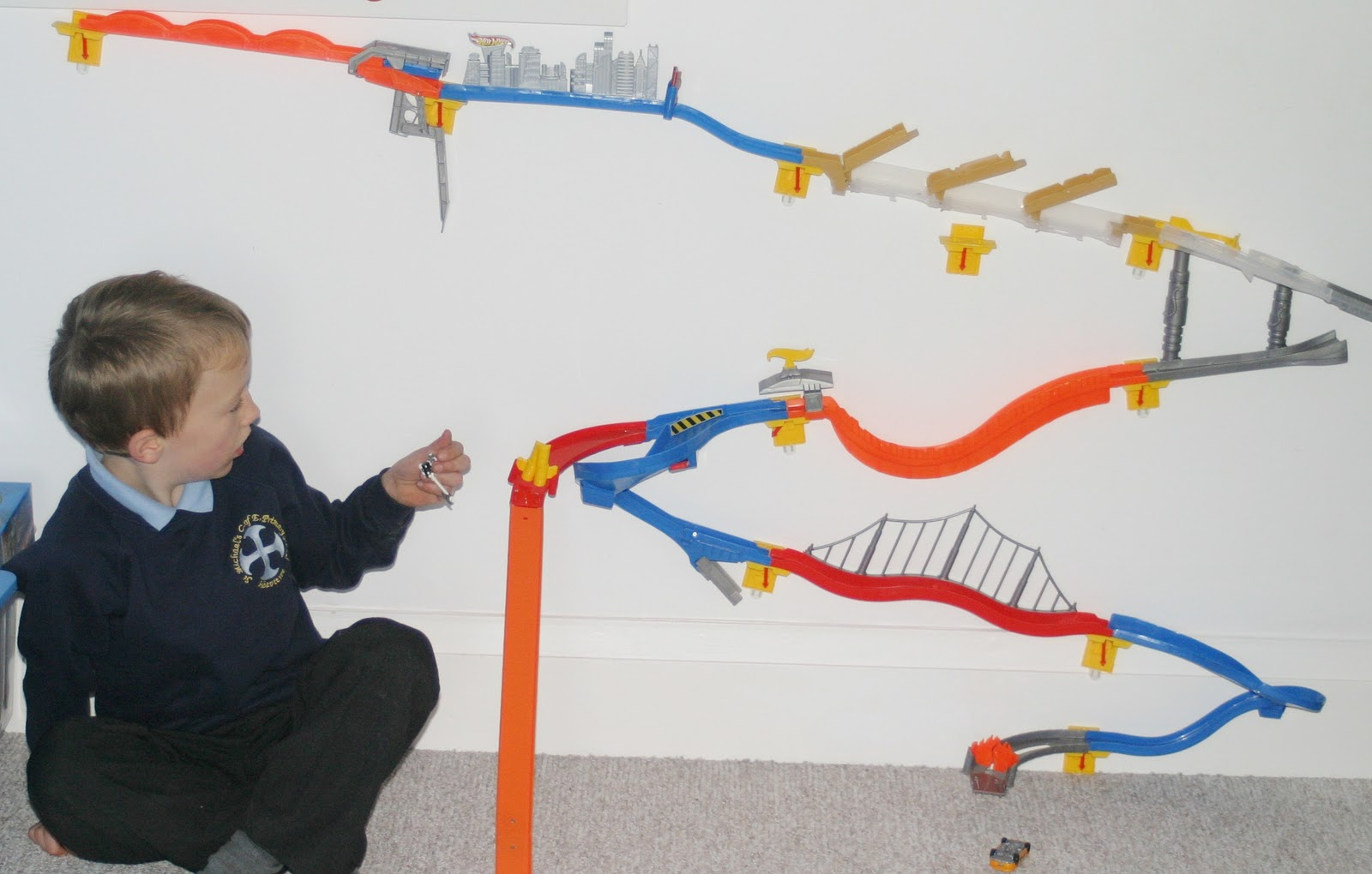 Hot wheels wall track template