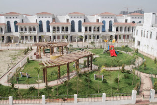 Amrapali Leisure Valley :: Construction Status