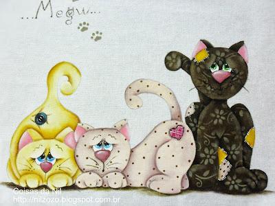 pano de copa com pintura de tres gatos estilo falso patchwork