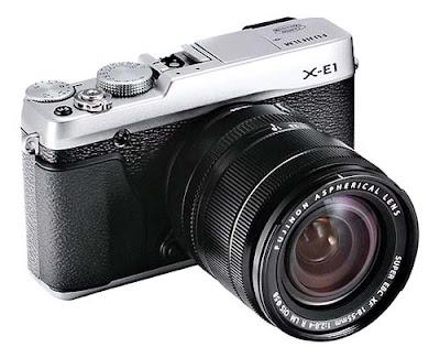 Fotografia della mirrorless Fujifilm X-E1 con corpo nero e argento